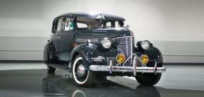 Chevrolet Deluxe 1937 front right view