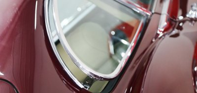 Jaguar E-Type 1972 rear window closeup view