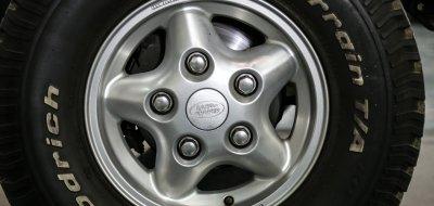 Land Rover Defender 1997 wheel