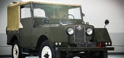 Land Rover Defender Minerva 1952 front right view