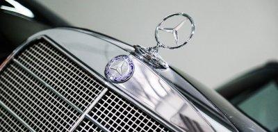 Mercedes Benz 280SE 1969 hood emblem