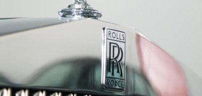 Rolls Royce Corniche 1973 - hood RR logo