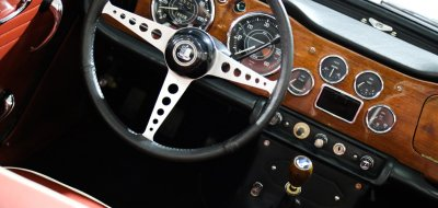 Triumph TR4 steering wheel and gauges