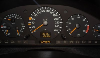 Gauges of the Mercedes Benz SL600 1998